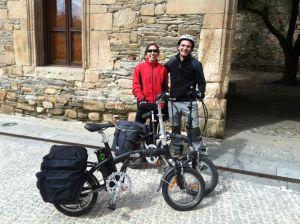 Bijzondere pelgrims bij bijzondere Spaanse elektrische fiets